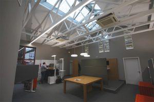 Innenansicht eines Büros der Firma Unsinn in Holzheim
