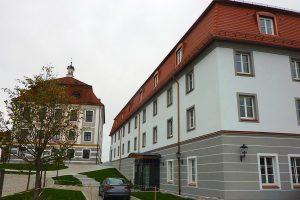 Außenansicht des Hotel Schloss in Leitheim