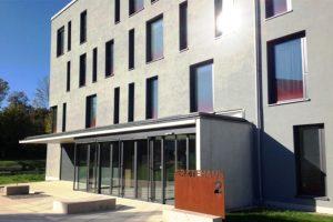 Außenansicht des Ärztehaus in Neuburg