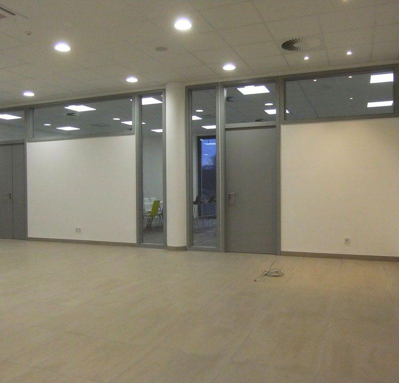 Raiffeisenbank in Oberhausen. Trockenbau, Elemente, Türelemente und Innenfenster wurden von DTB Ausbau aus Rennertshofen durchgeführt.